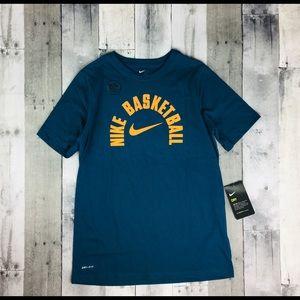 NWT Nike Basketball T-Shirt Boys Size Large